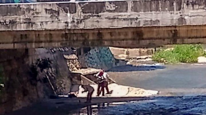 Encuentran a un hombre maniatado y con golpes a un costado del río
