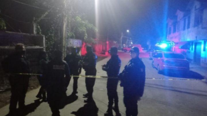 Sujetos acorralan y asesinan a taxista; los pasajeros sufrieron heridas