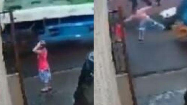 VIDEO: Un trabajador hace gala de sus rápidos reflejos al salvar a Lucas de ser atropellado
