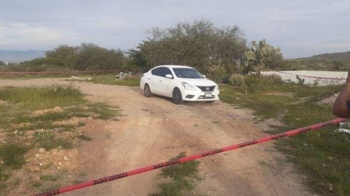 Con un 'narcomensaje', abandonan cuerpo sin vida en un vehículo a primeras horas del día