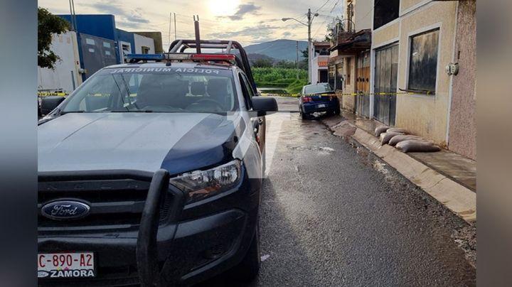 Pólvora en Michoacán: Pistoleros privan de la vida a un joven al salir de su casa